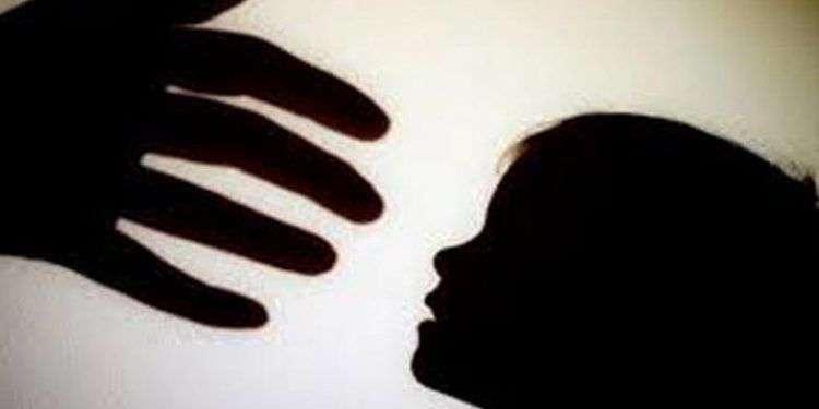 മുംബൈയില് മൂന്ന് വയസ്സുകാരിയെ തട്ടികൊണ്ടു പോകാന് ശ്രമിച്ച യുവതിക്ക് നാട്ടുകാരുടെ മര്ദ്ദനം
