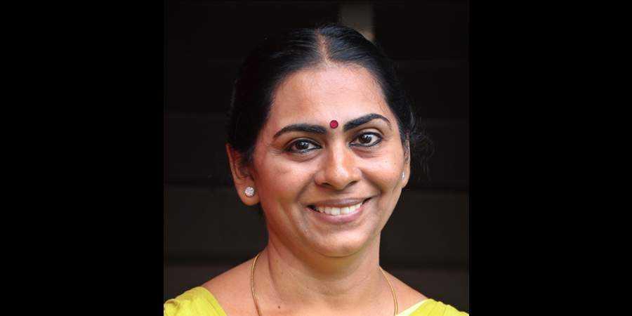 തേവര കോളജിലെ എസ്എഫ്ഐക്കാരിക്ക് കോണ്ഗ്രസിന്റെ ചരിത്രവും സംസ്കാരവും പഠിക്കാന് ഒമ്ബത് വര്ഷം മതിയാവില്ല
