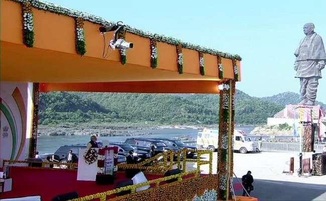 സര്ദാര് വല്ലഭ് ഭായി പട്ടേലിന്റെ 144-ാം ജന്മവാര്ഷികം; ഏകതാ പ്രതിമയില് ആദരമര്പ്പിച്ച് പ്രധാനമന്ത്രി