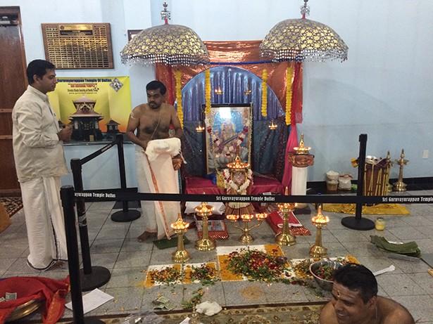 ഡാലസ്സ് ശ്രി ഗുരുവായൂരപ്പന് ക്ഷേത്രത്തില് അനേകം കുരുന്നുകള് ആദ്യാക്ഷരം കുറിച്ചു