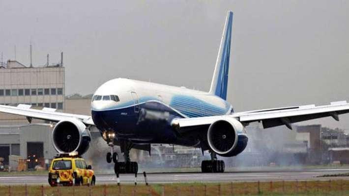 ടേക്ക് ഓഫിന് പിന്നാലെ ബോയിങ്ങ് 777 വിമാനത്തില് തീപിടുത്തം