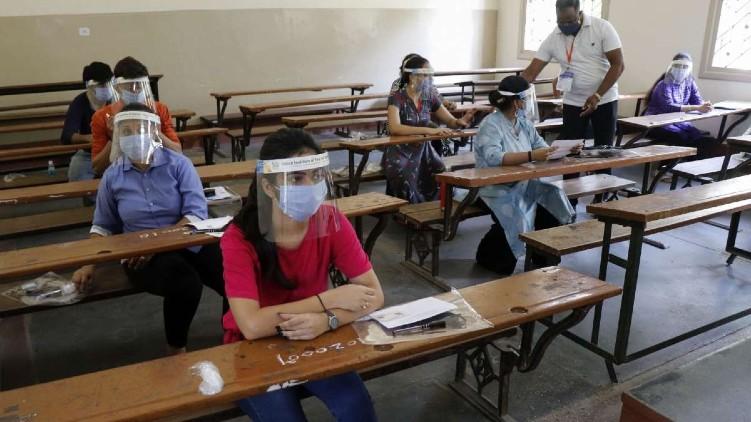 മെയ് മാസത്തിൽ ഓഫ്ലൈൻ പരീക്ഷകൾ നടത്തരുതെന്ന് യുജിസി